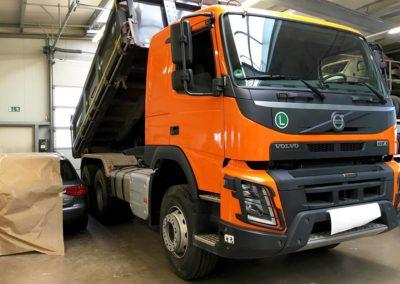 Folierung eines LKW Führerhauses in Orange