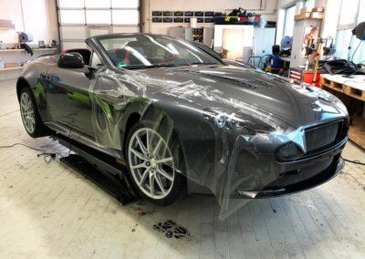 Schutzfolie an einem Aston Martin